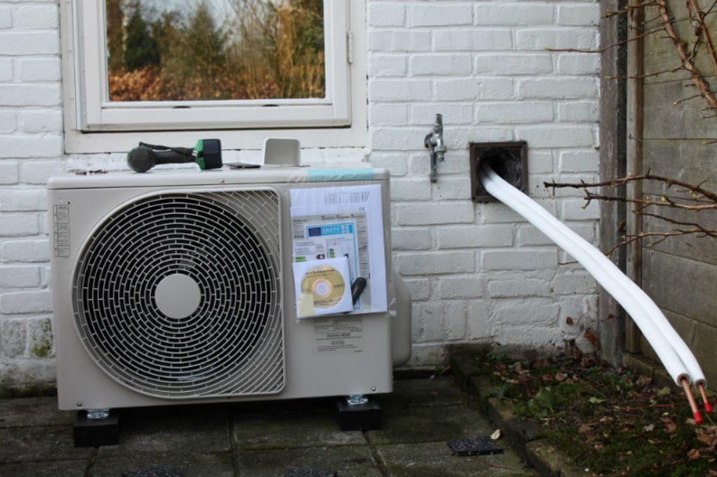 f-hybride-warmtepomp-plaatsen-buiten-800x533
